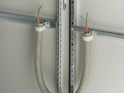 Guiado de cables hacia la puerta