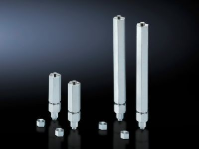 Levelling component for base/plinth, complete and base/plinth, static