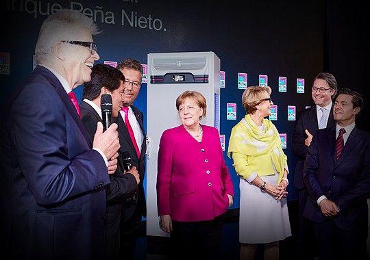 德国总理默克尔第五次莅临威图展台!