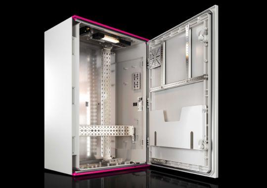 Шкафы AX из пластика: больше стойкости