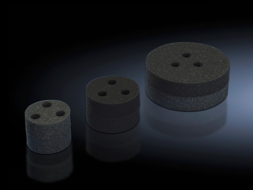 Stoppers for roof-mounted cooling units and roof-mounted air/water heat exchangers