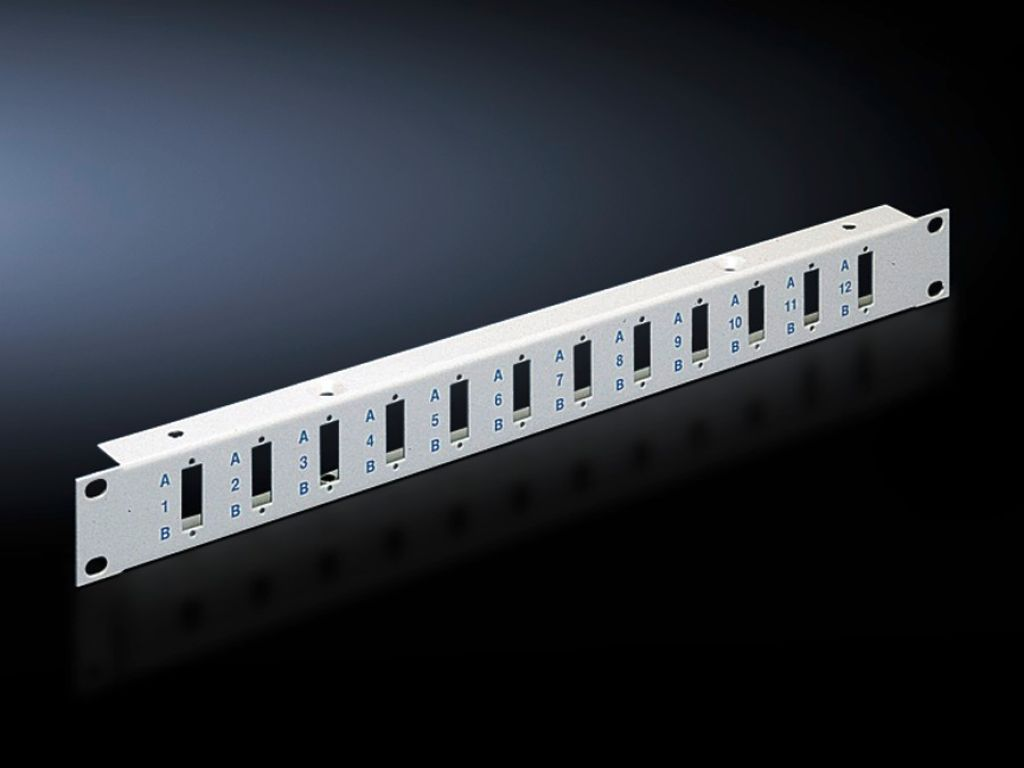 Patch panel to accommodate SC duplex and LC quad fibre-optic couplings