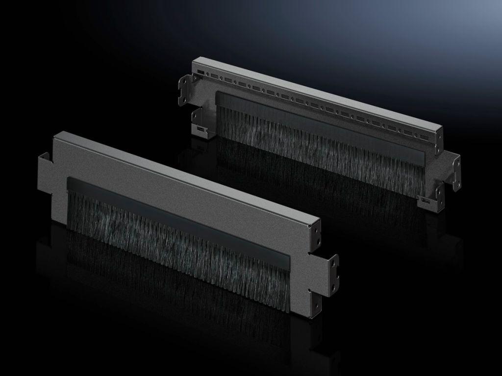 Base/plinth trim panels with brush strip for base/plinth system VX